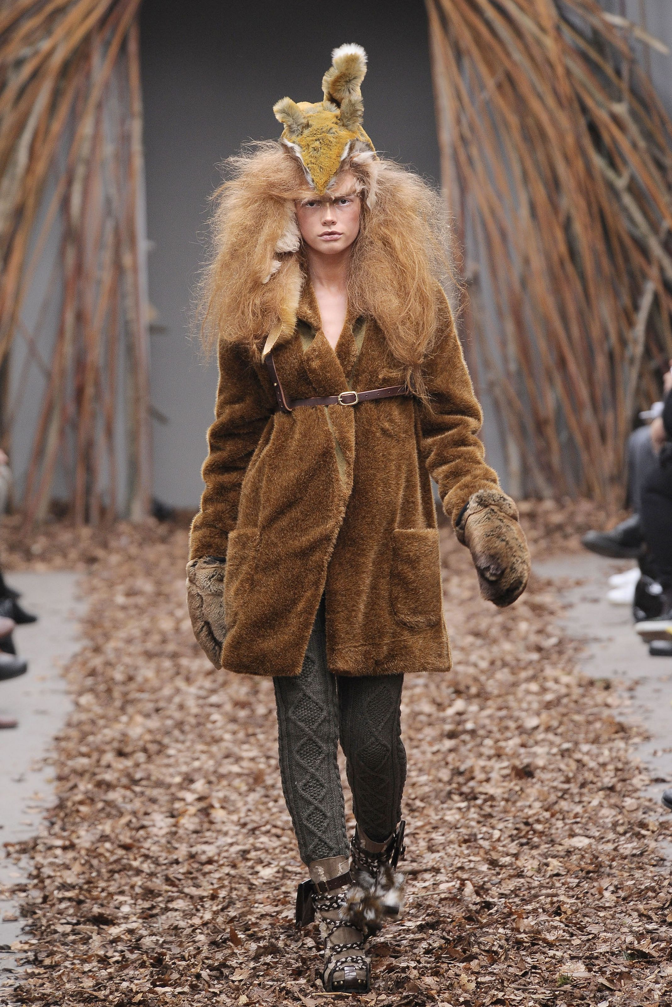 Topshop Unique Show At London Fashion: Hey Crazy….a DELIBERATE CREATION Of My