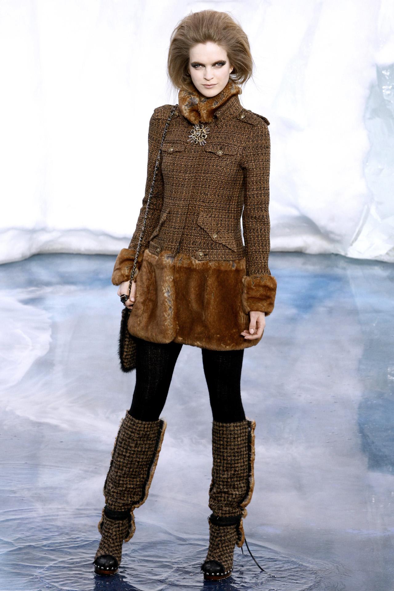 Коллекция от Шанель Осень-Зима 2010/2011 щедро дарит поклонникам