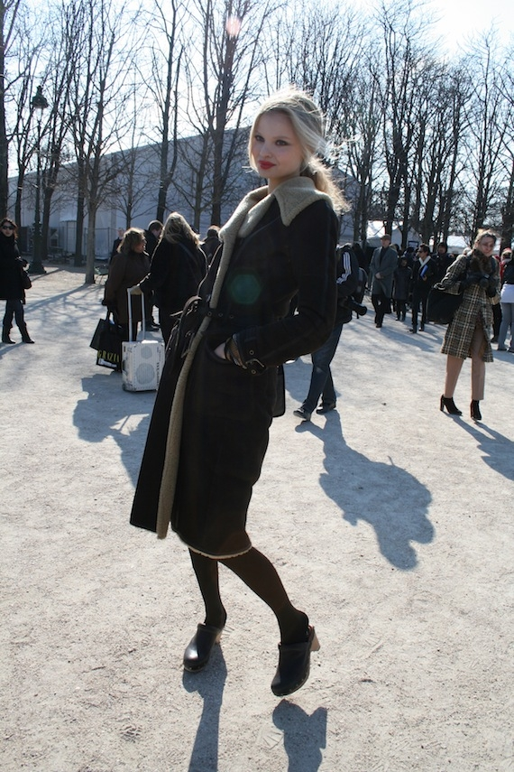 magdalena-frackowiak-black-clogs-fashion-week-pictures fashion clogs