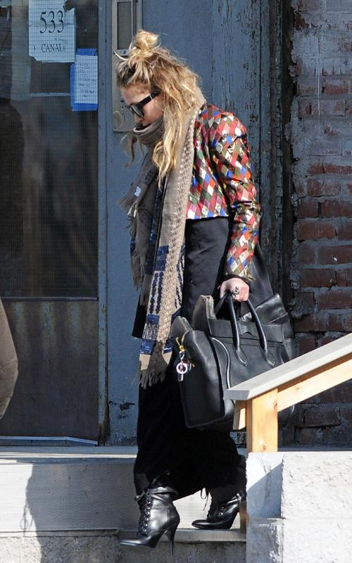 Mary Kate Olsen leaving her appatment 19 march picture