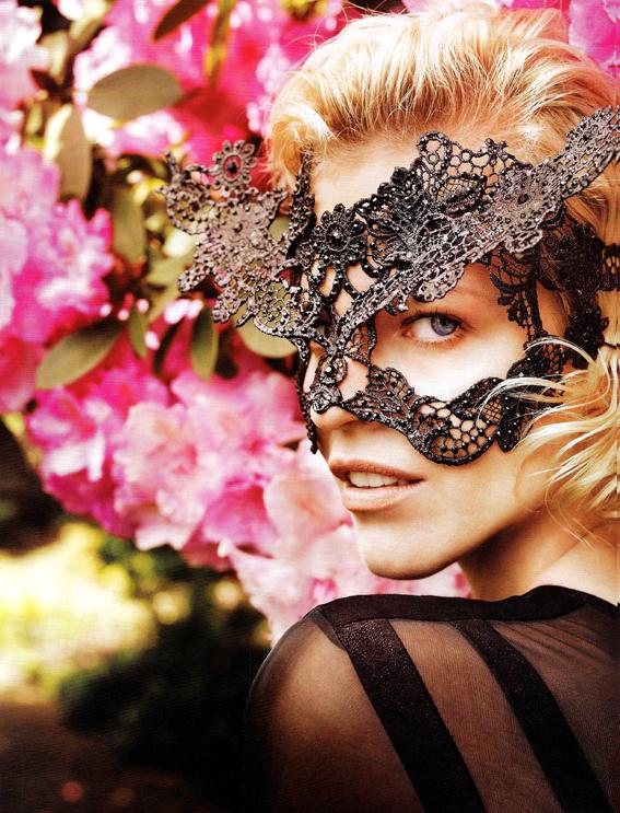 Eva Herzigova byMarcin Tyszka Vogue México November 2010