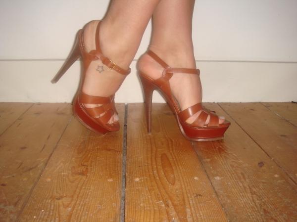 Yves Saint Laurent Rive Gauche Tribute 105 sandals in Dark Cuoio. UK40