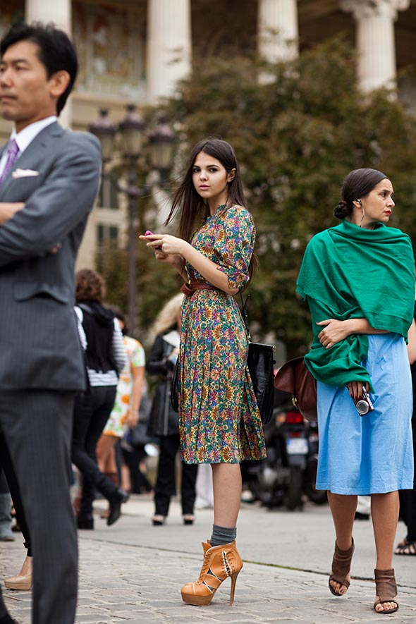 jane doe, girl in floral dress and high heels, the sartorialist, fashion street style, fashion famous for a day,