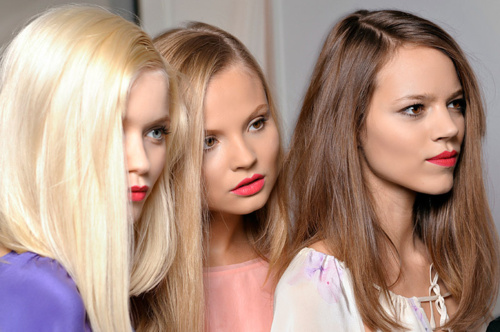 Freja and Abbey Lee in lipstick