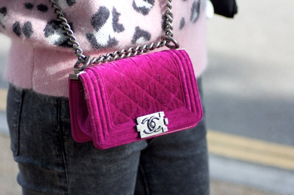 Boy chanel quilted flap bag in velvet with chain and shoulder strap