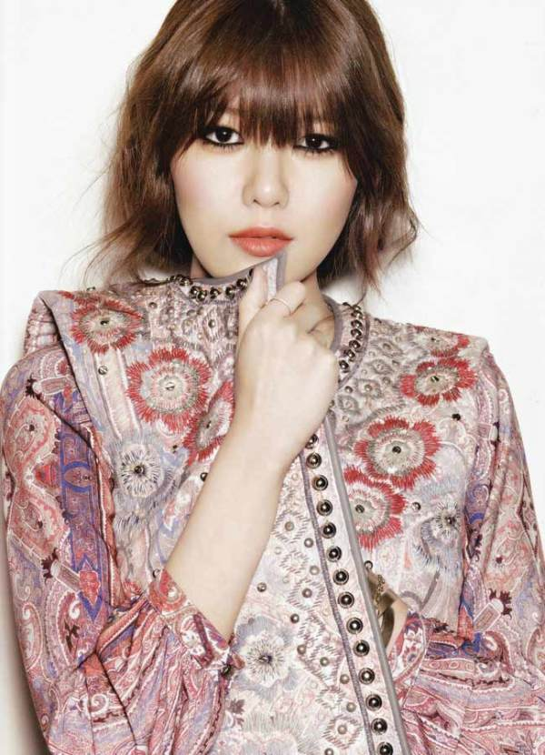 Girls' Generation Soo-young Choi  Harper's Bazaar Korea January 2013.